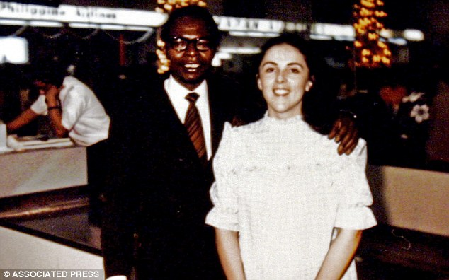 Image of Barack Obama Sr. with his left 'hand' resting on the left shoulder of Barack Obama's alleged mother Stanley Ann Dunham, supposedly at the Honolulu International Airport. Obama Sr.'s 'hand' looks completely different than it does in the image with young Barack Obama. The two 'hands' possibly belong to different individuals. (Image credit: AP)